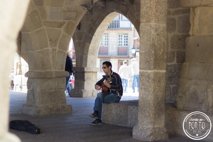 músico na rua guimarães portugal