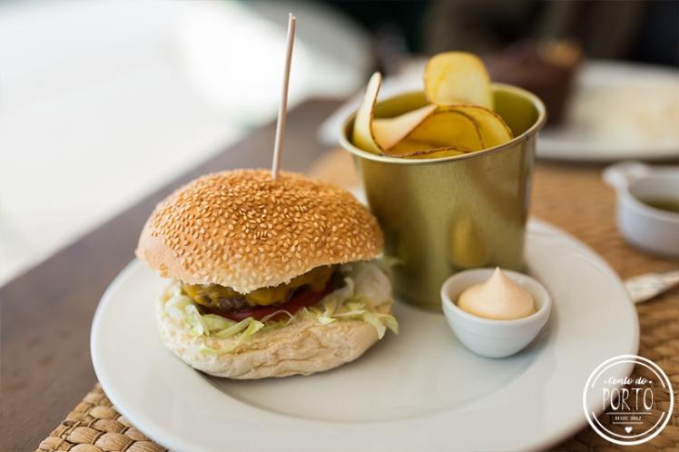 Restaurante Esconderejo Praia da Aguda Vila Nova de Gaia Portugal hamburger